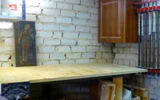 Деревянная стена для инструментов